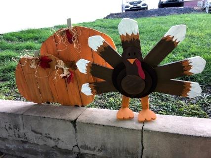 pallet pumpkins and turkey