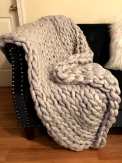 light grey chunky knit blanket 2