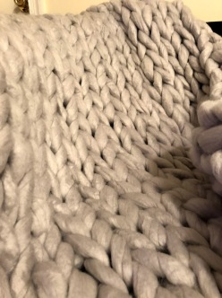 light grey chunky knit blanket 4