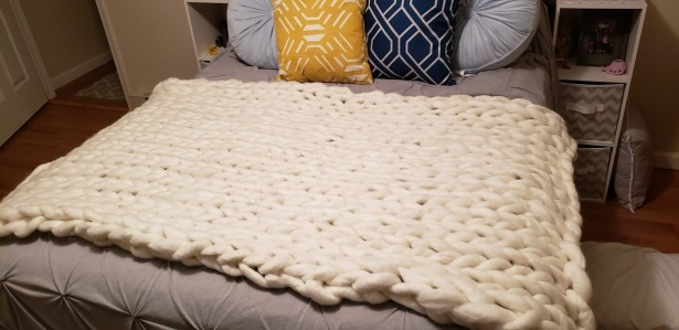 white chunky knit blanket 2